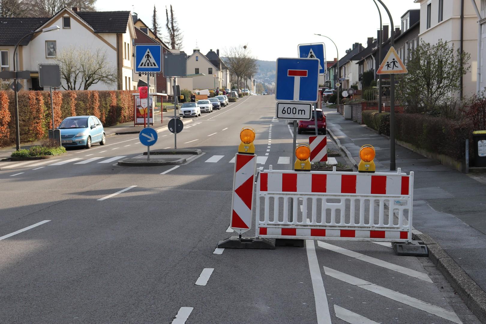 Sperrung der Menglinghauser Straße